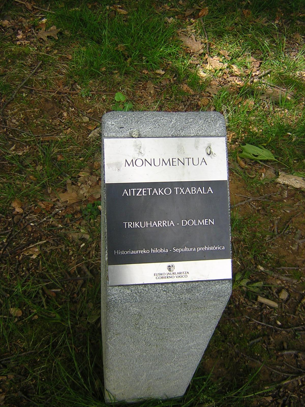 Dolmen Aitzetako txabala Trikuharria