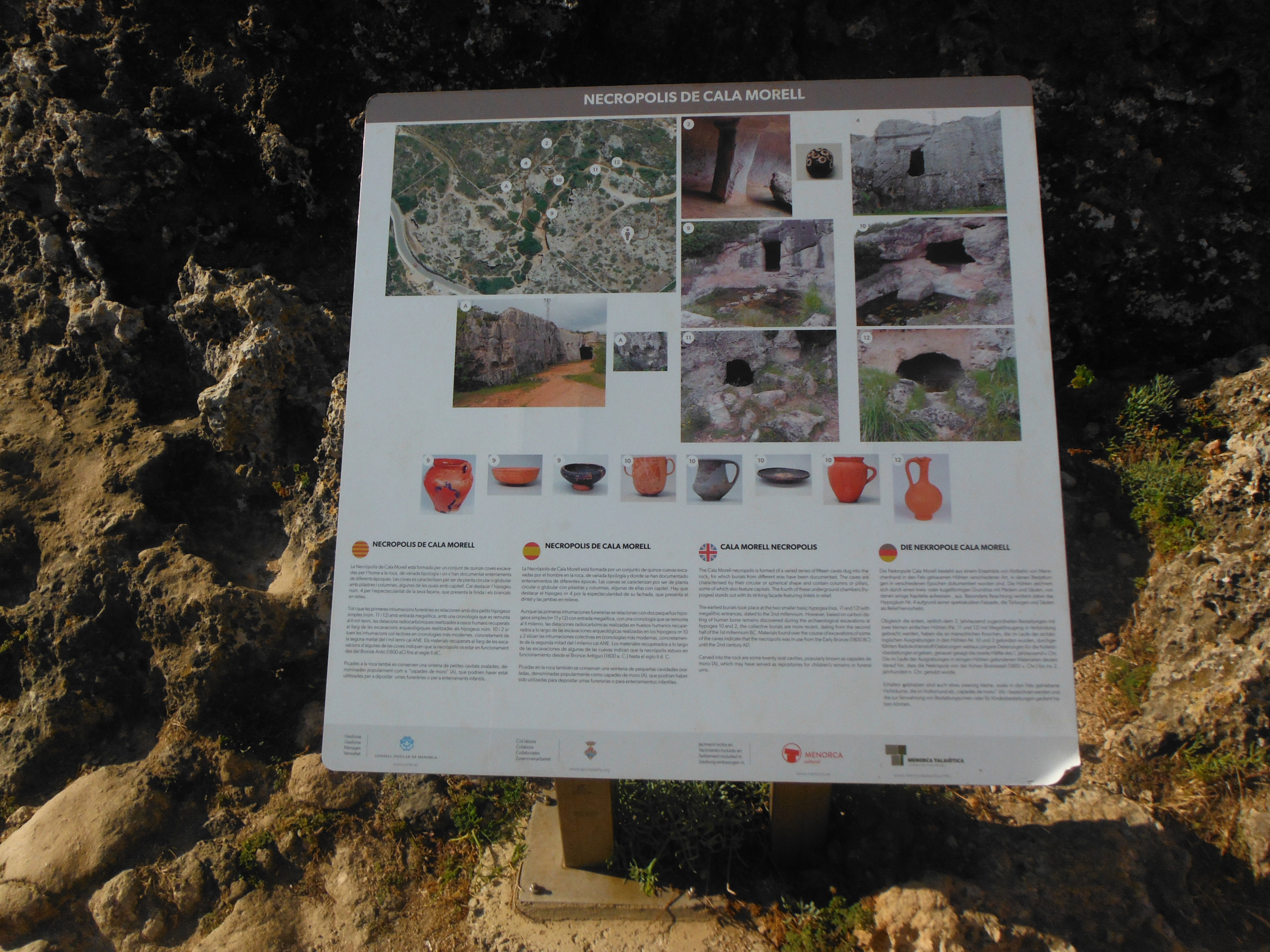 Panel informativo de la Necrópolis de Cala Morell